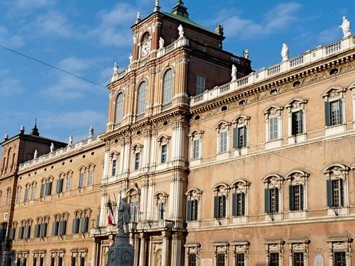 Accademia Militare, Gabriele D'Annunzio e quei suicidi