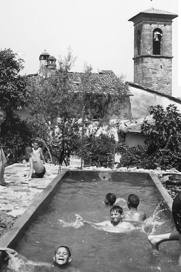 20x30-V-ragazzi-in-piscina